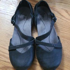 Ahnu leather comfort maryjane shoes 7M